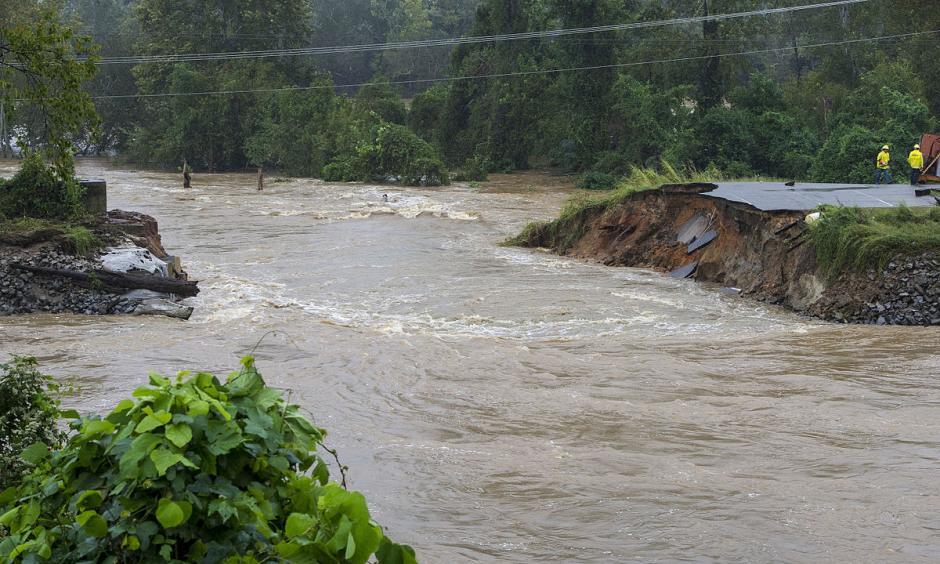 A levee breach near Columbia, South Carolina, on October 5. Photo: Tech. Sgt. Jorge Intriago, Flickr