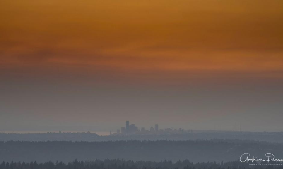 Smoke from wildfires in BC and extreme heat create a haze over Seattle in early August 2017. Photo: InnerEye Photography