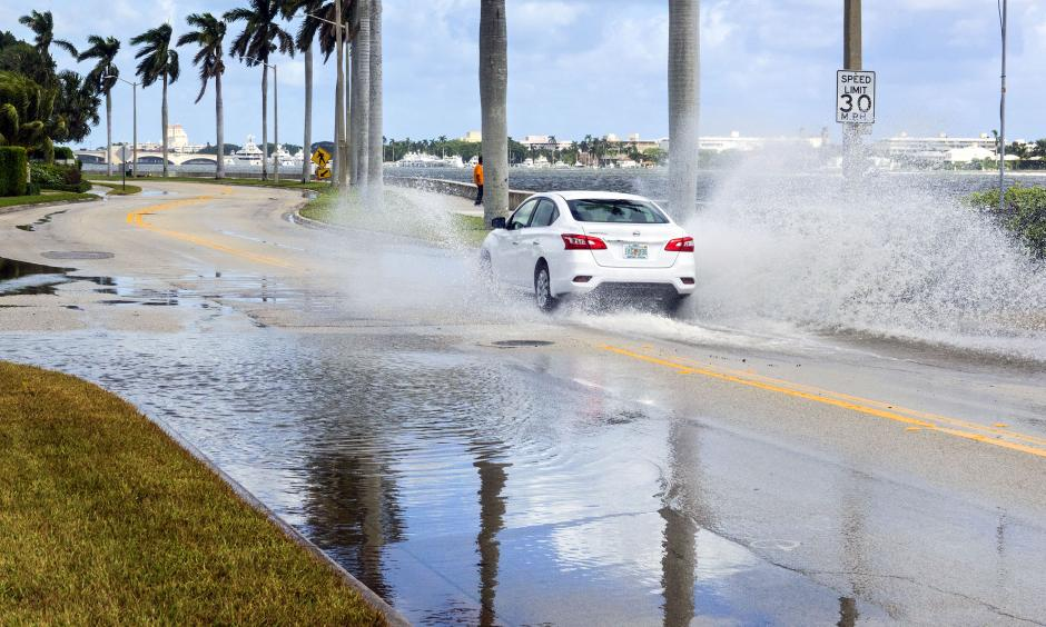 Water stands on South Flagler Drive in West Palm Beach about two hours after high tide Monday morning, October 17, 2016. Similar flooding is expected Tuesday and Wednesday following Monday's supermoon, forecasters say. Photo: Lannis Waters,The Palm Beach Post