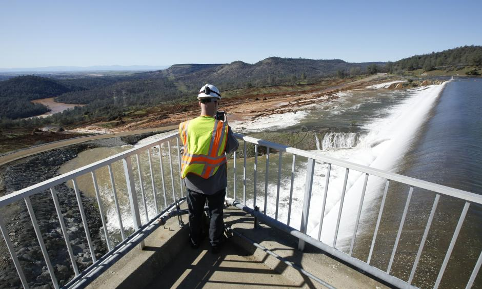 Climate Signals | Oroville Dam Spillway Overflow February 2017