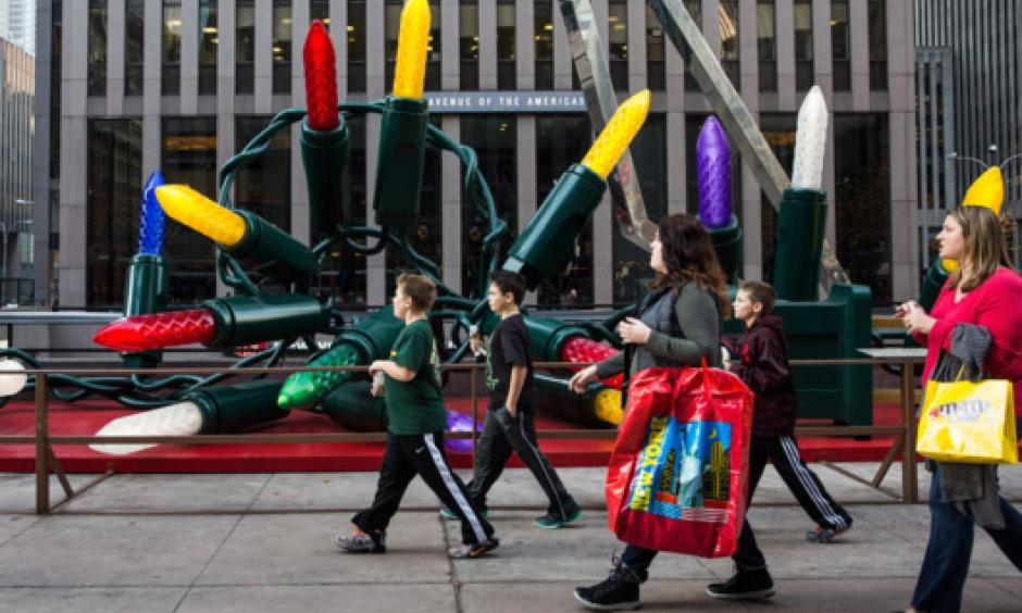 Children walk down Sixth Avenue wearing t-shirts on December 10, 2015. Photo: Andrew Burton/2015 Getty Images