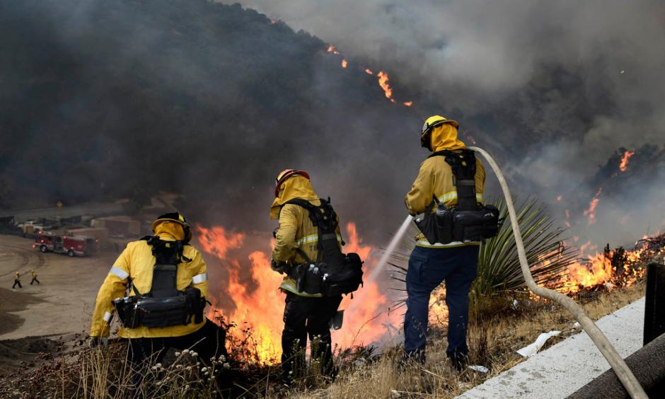 Firemen put water on a brush fire that burns near the La Tuna Canyon off ramp of the 210 freeway. Tujunga, CA 9/1/2017. Photo: John McCoy, Los Angeles Daily News/SCNG