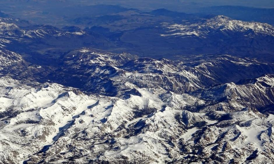 Snow partially covered the Sierra Nevada in central California in 2016. Photo: Henry Fountain, The New York Times