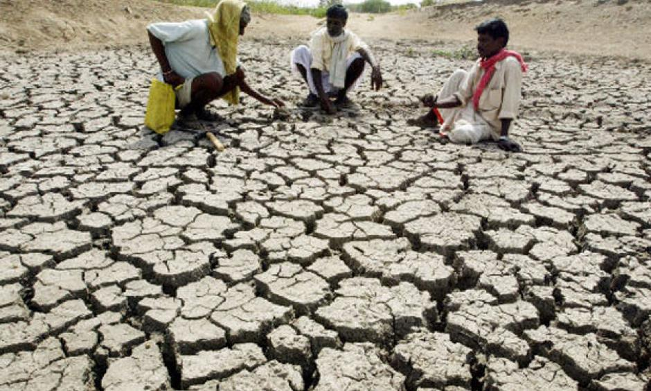 India's poorest areas most vulnerable to heat waves, as planning targets cities. Photo: Reuters