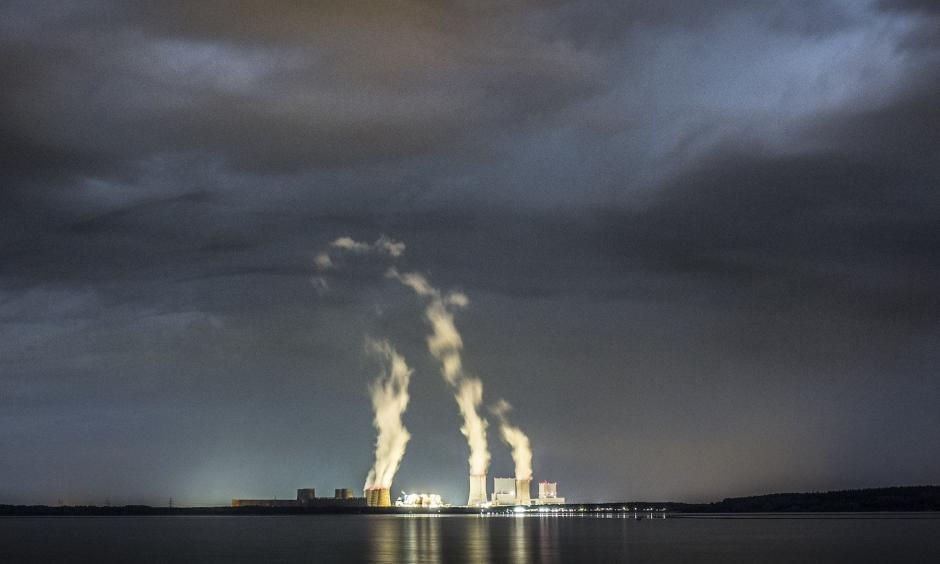 The lignite-fired power station of Boxberg is pictured at night on April 28, 2018 in Klitten, Germany. Photo: Florian Gaertner, Photothek via Getty Images