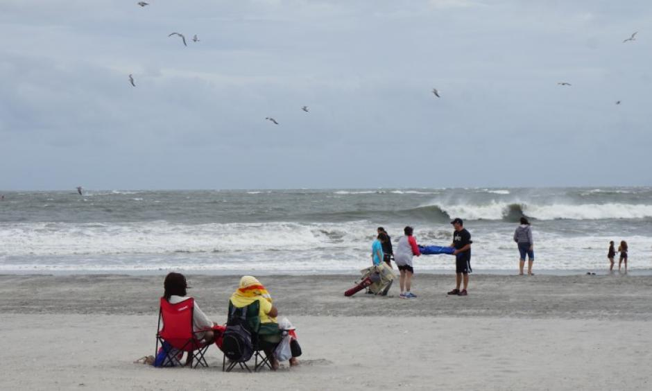 Beachgoers endure high winds and flying sand on Labor Day weekend at Atlantic City. Photo: CNN