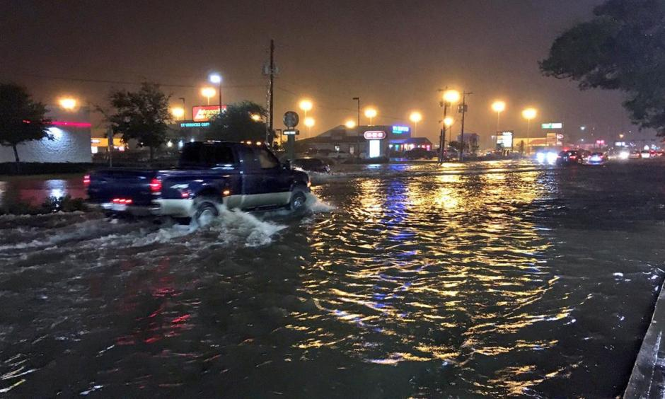 Residents cope with rain and flooding in Galveston County. Photo: ABC13