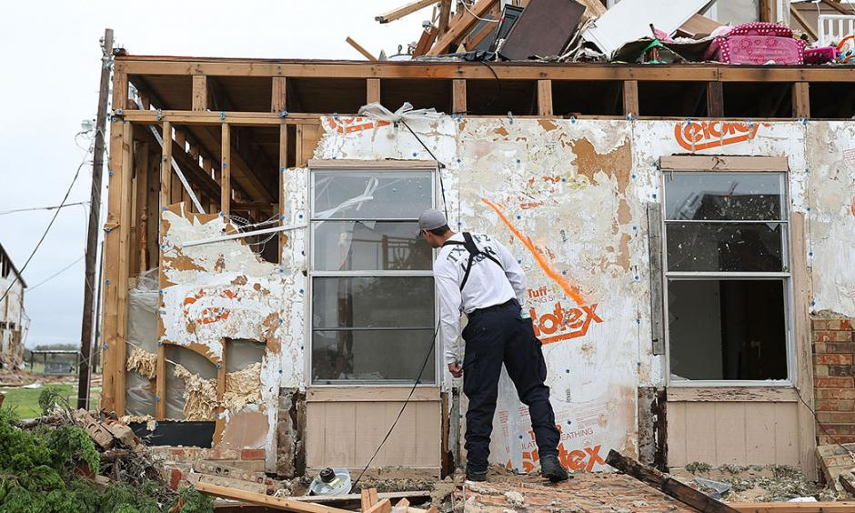 A member of the Texas Task Force 2 search and rescue team works through a destroyed apartment complex trying to find anyone that still may be in the building after Hurricane Harvey passed through on Sunday in Rockport, Texas. Photo: Joe Raedle/Getty Images