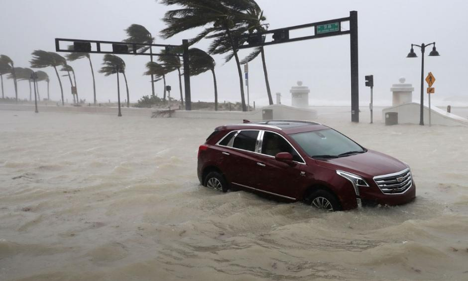 A car sits abandoned in storm surge as Hurricane Irma hits in Fort Lauderdale, Florida. Photo: CNN