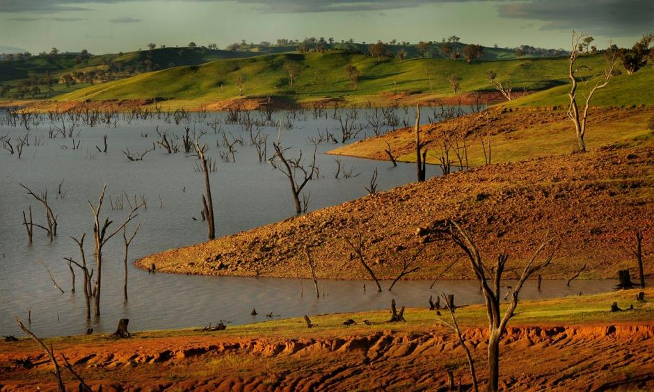 Lake Hume in the Murray Darling Basin. March continued Australia's record-breaking summer into autumn as temperatures remained high. Photo: Washington Post/Getty Images