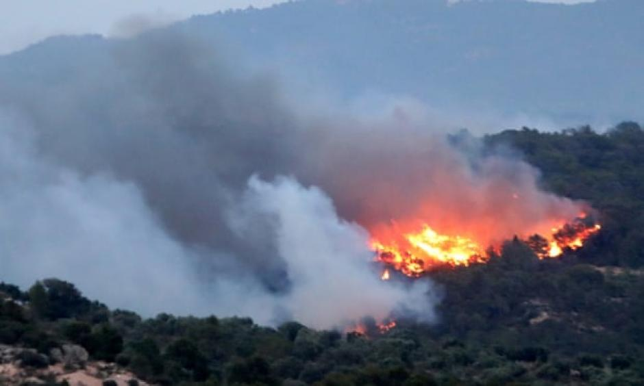 The forest fire burning in the municipality of Ribera d'Ebre, in Tarragona, Catalonia. Credit: Jaume Sellart/EPA