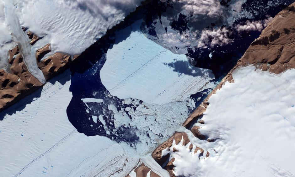 This NASA Earth Observatory image obtained July 27, 2012, shows a massive ice island as it broke free of the Petermann Glacier in northwestern Greenland. Photo: Jesse Allen and Robert Simmon, NASA Earth Observatory via AFP