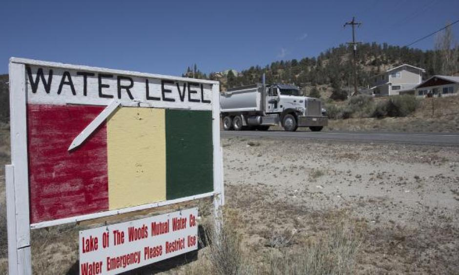 A groundwater level sign emphasises the urgency of a drought-related water supply emergency in the community of Lake of the Woods in Los Padres National Forest last year. Photo: AP