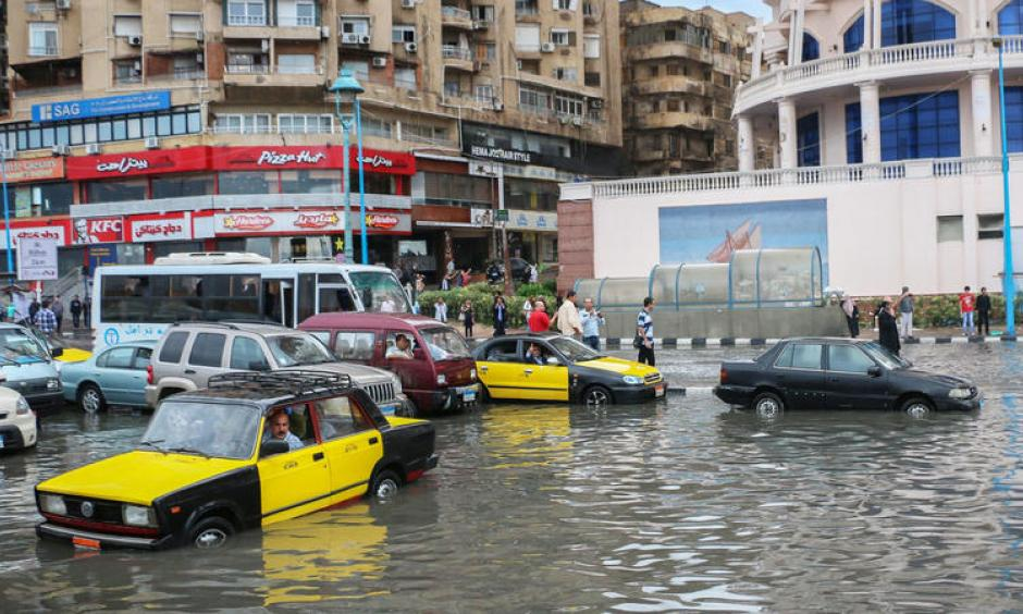 Drivers maneuver through flood water after a torrential rain in Alexandria, Egypt. Photo: Ibrahim Ramadan, Anadolu Agency, Getty Images