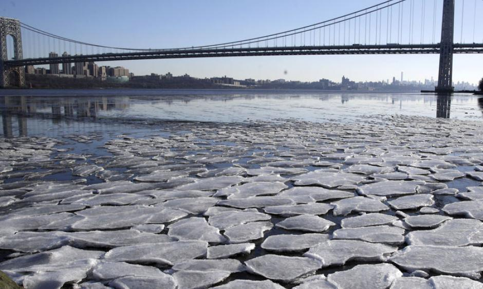 A layer of ice is broken into pieces floating along the Hudson River at the Palisades Interstate Park on Tuesday in Fort Lee, New Jersey. Photo: AP