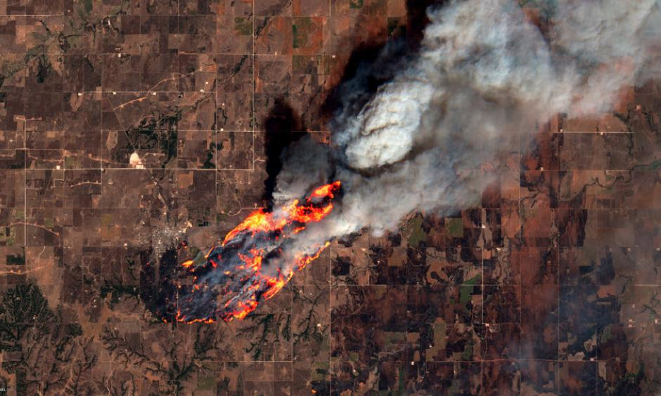 Wildfires West of Putnam, Oklahoma, USA. Credit: Pierre Markuse, Flickr