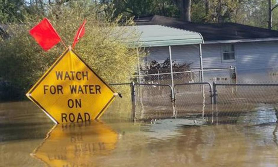 The entire town of Deweyville, Texas, is underwater. Photo: KBMT-TV