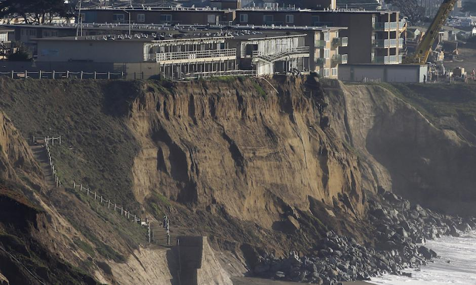 oulders help shore up the base of an eroding cliff below an apartment complex (top) that residents were forced to evacuate in Pacifica, Calif., on January 27, 2016. Crashing waves and powerful rainstorms during this El Niño winter have put homes perched atop coastal bluffs near San Francisco in danger. Photo: Jeff Chiu, AP Photo