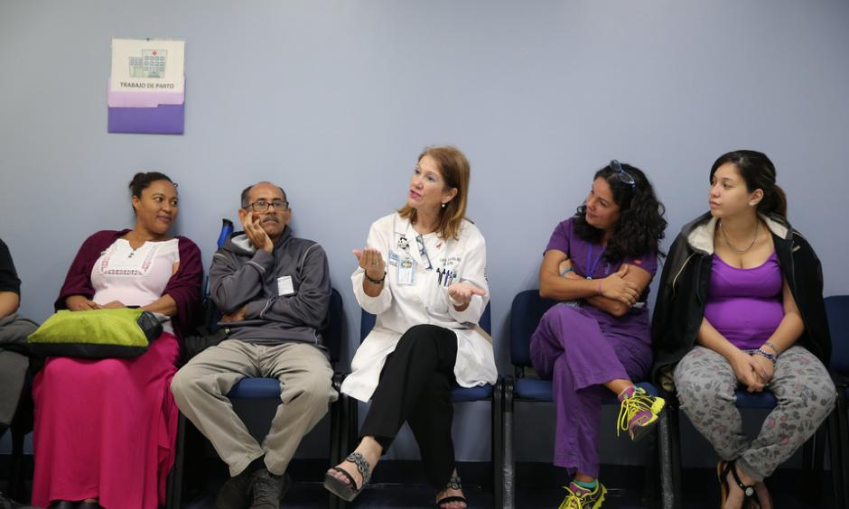 Carmen Zorrilla, an obstetrician-gynecologist for women with high-risk pregnancies, discusses how to prevent Zika at a group prenatal-care session at University Hospital in San Juan, Puerto Rico. Photo: José Jiménez