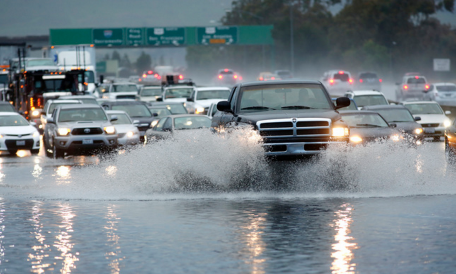 Motorists crawl along Interstate 280 as flooding blocked three lanes in San Jose, Calif., on Tuesday, Jan. 5, 2016. Photo: Gary Reyes,  Bay Area News Group