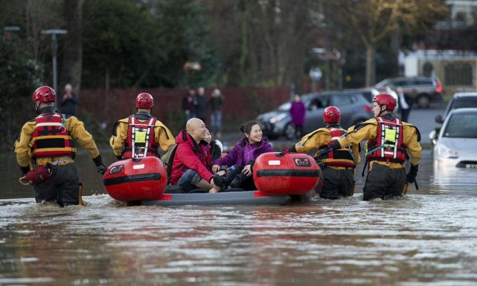Members of the emergency services transport residents to safety after their homes were flooded in York, northern England, on December 27, 2015  Read more at: http://phys.org/news/2015-12-el-nino-climate-extreme-weather.html#jCp