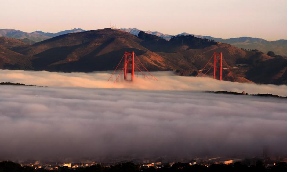 Golden Gate Bridge Photo: Brocken Inaglory