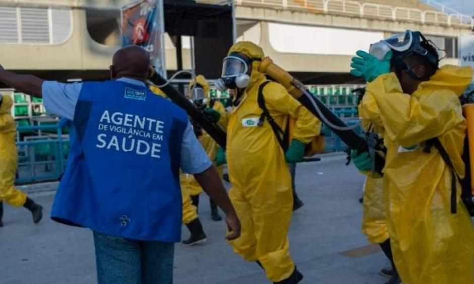 Municipal agents spray anti Zika mosquitos chimical product at the sambadrome in Rio de Janeiro, on Jan. 26, 2016. Photo: Christophe Simon, Agence France-Presse