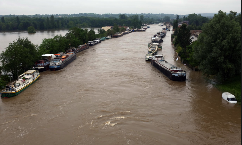 Boats are lined up on the flooded Loing Canal in St Mammes, where the Loing joins the Seine south of Paris, June 2, 2016. Photo: Jerome Delay, AP