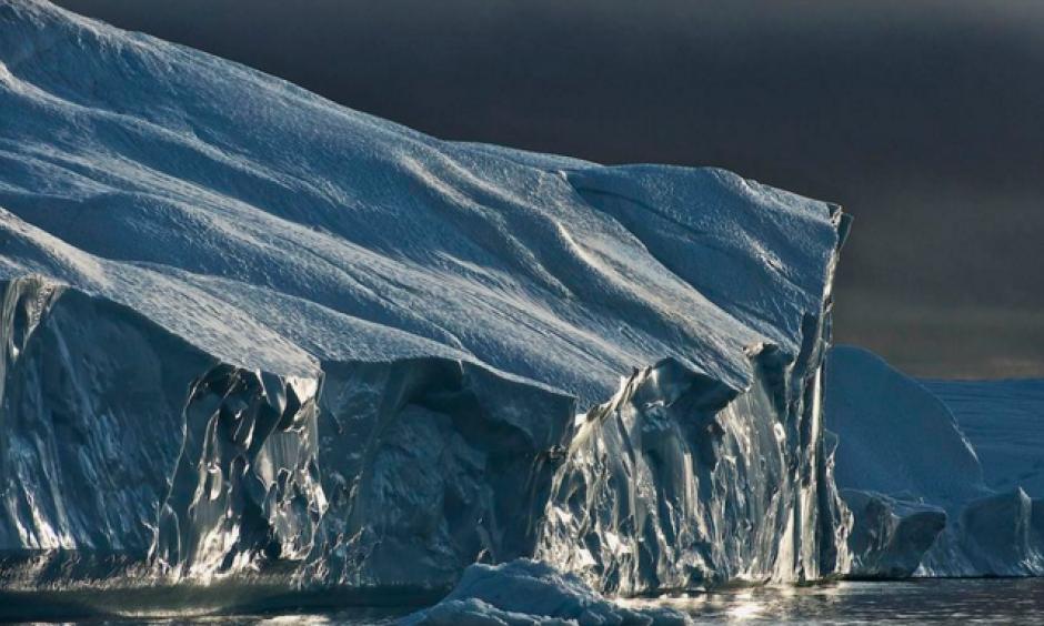 Light on an iceberg detached from Jakobshavn Glacier, in west Greenland. Photo: De Agostini, Getty Images