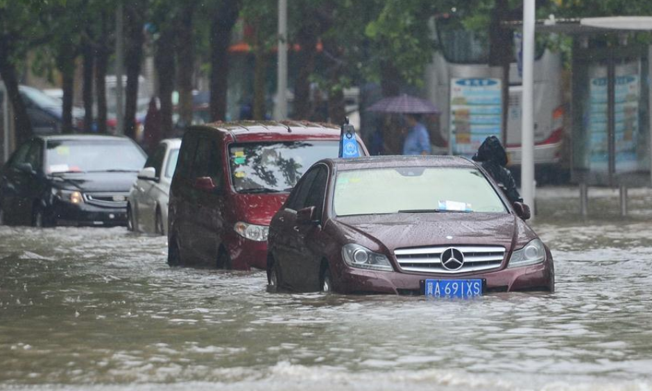 Cars drive on a waterlogged road in Shijiazhuang, capital city of north China's Hebei Province, July 20, 2016. A heavy rain hit the middle and southern areas of Hebei Province in last three days. Precipitation in many cities including Handan, Xingtai and Shijiazhuang reached 630 mm. Photo: Zhu Xudong, Xinhua