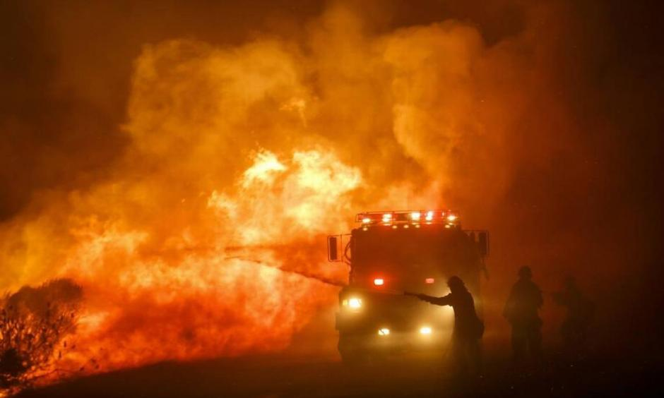 Firefighters combat the front lines of the Sherpa Fire to keep it from moving onto Highway 101, along Calle Real Road in Goleta, on June 16, 2016. Photo: Marcus Yam Los Angeles Times/TNS