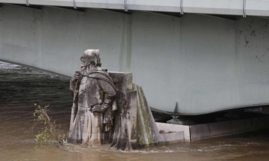 Waters are rising up the Zouave statue in Paris. The 1910 floods reached his shoulders. Photo: Reuters