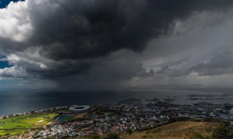 Alex De Kock watched on Signal Hill in Cape Town as the storm approached. Photo: Alex De Kock