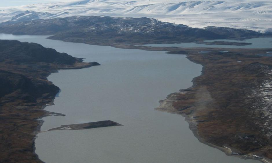 Lake Tasersiaq with the Greenland ice sheet in the background. Photo: Asiaq Greenland Survey