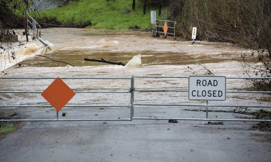 Water floods Mormon Bar Crossing in Mariposa, Calif., on Thursday, March 22, 2018. Photo: Andrew Kuhn