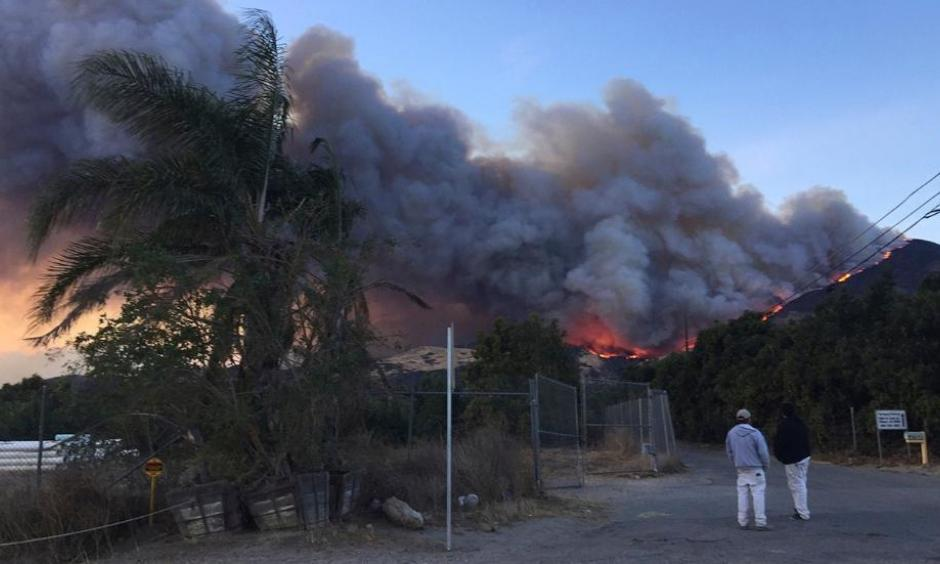 A wildfire burns off of the hills next to CA-126 highway, just northwest of Fillmore, Calif., Thursday, Dec. 7, 2017. Thousands of homes remain threatened by at least four major Southern California wildfires that have destroyed structures and sent residents fleeing. Photo: Amanda Lee Myers, AP