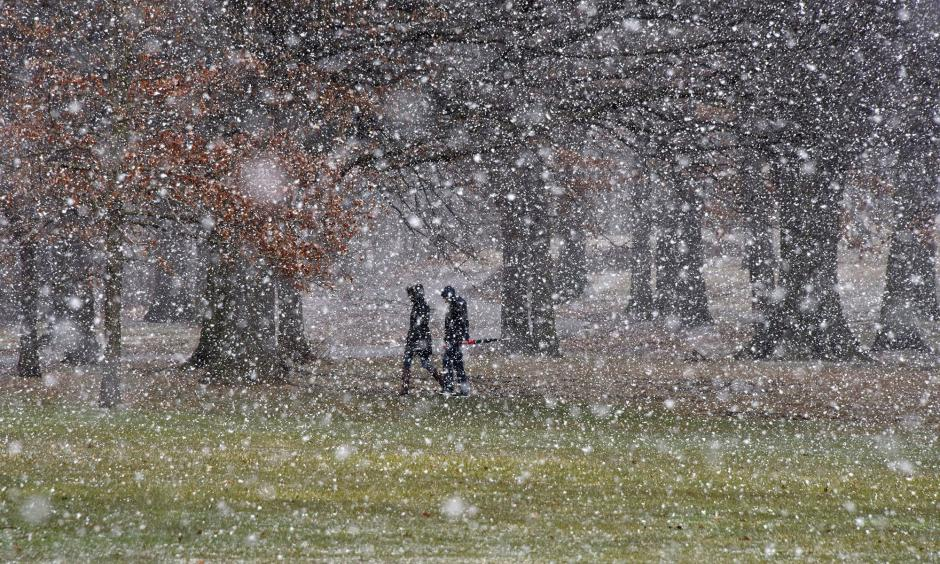 People cross Flagstaff Hill as snow falls in Schenley Park in the Oakland section of Pittsburgh on Tuesday, March 20, 2018. Photo: Darrell Sapp/Pittsburgh Post-Gazette via AP