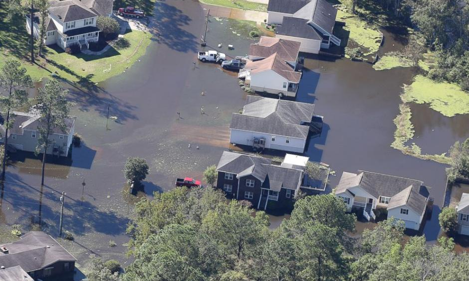 Flood waters recede from houses of a Savannah, Georgia, neighborhood in the aftermath of Hurricane Matthew, on Oct. 9, 2016. Photo: Curtis Compton, AP