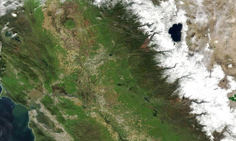 Entering April 2017, the Sierra snowpack is 164 percent of normal. That's a big difference from a few years ago – the snowpack was 6 percent of normal in on March 29, 2015. This series of satellite images shows the snow accumulation from space at roughly the same time of year for the past five years. Photo: The Sacramento Bee