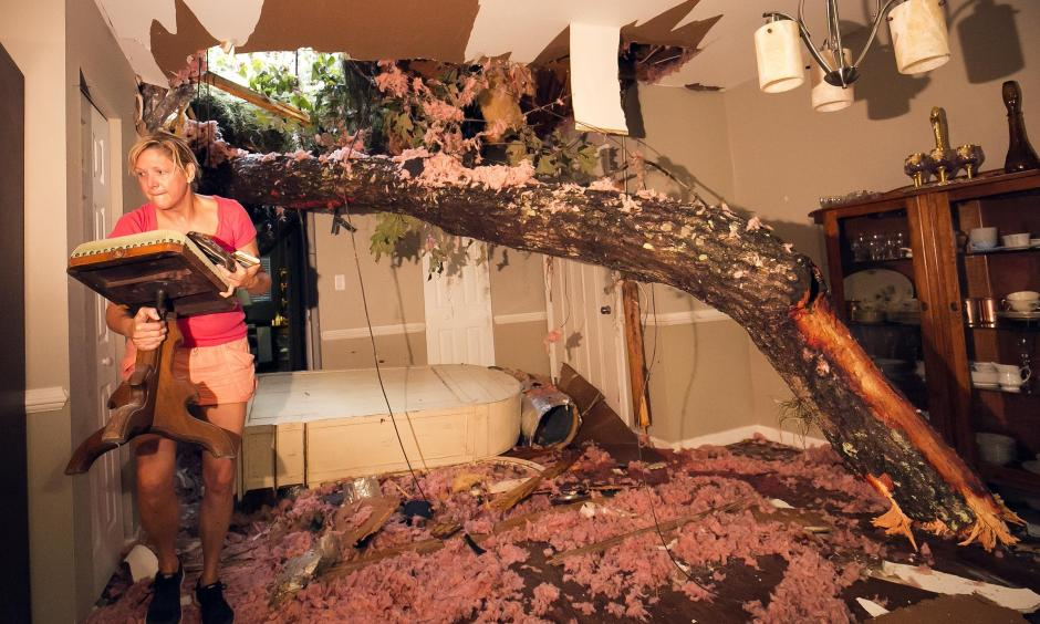 Storm victim, Susan Griffin, saves a piece of furniture from the home she was renting after a tree fell on the home in Ocala, FL. Photo: Doug Engle, Star-Banner
