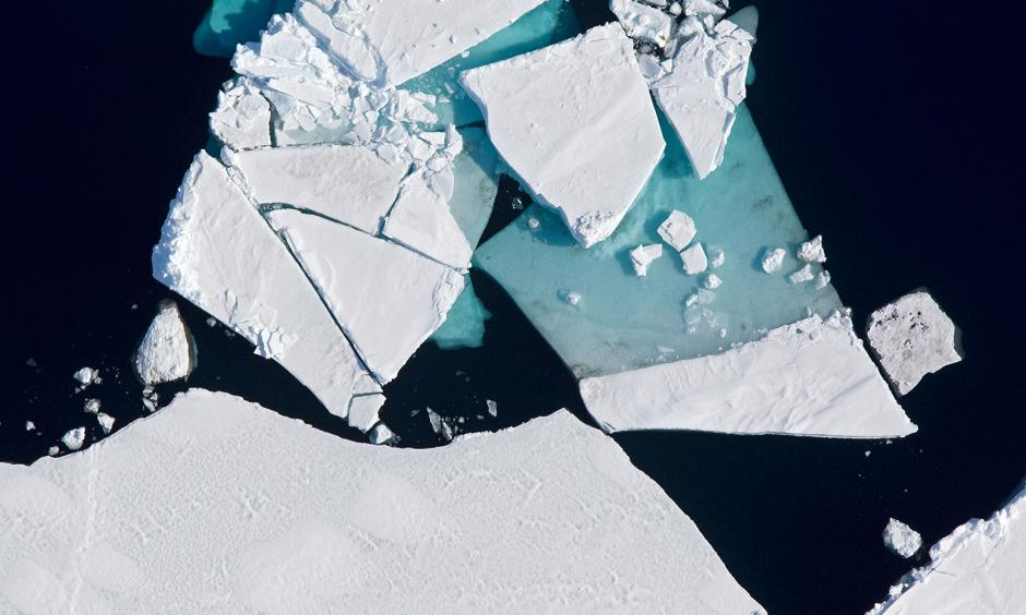 Aerial view of ice in the Beaufort Sea, Arctic Ocean, Alaska, 21/05/2011. Photo: Vicki Beaver, Alamy Stock Photo