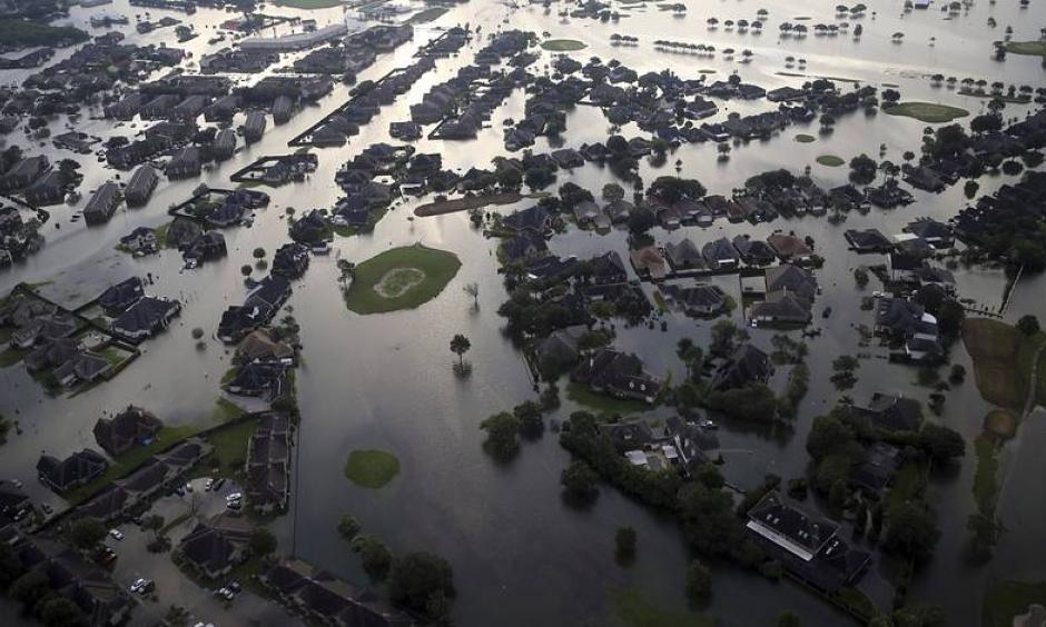 Floodwaters from Harvey surrounded homes in Port Arthur, Texas, on Aug. 31. Photo: Gerald Herbert, AP