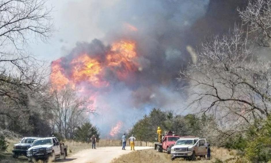 Flames up to 60 feet high exploded from the Rhea Fire near Leedey, Oklahoma, on Thursday, April 12, 2018. Photo: Courtesy Alan Broerse