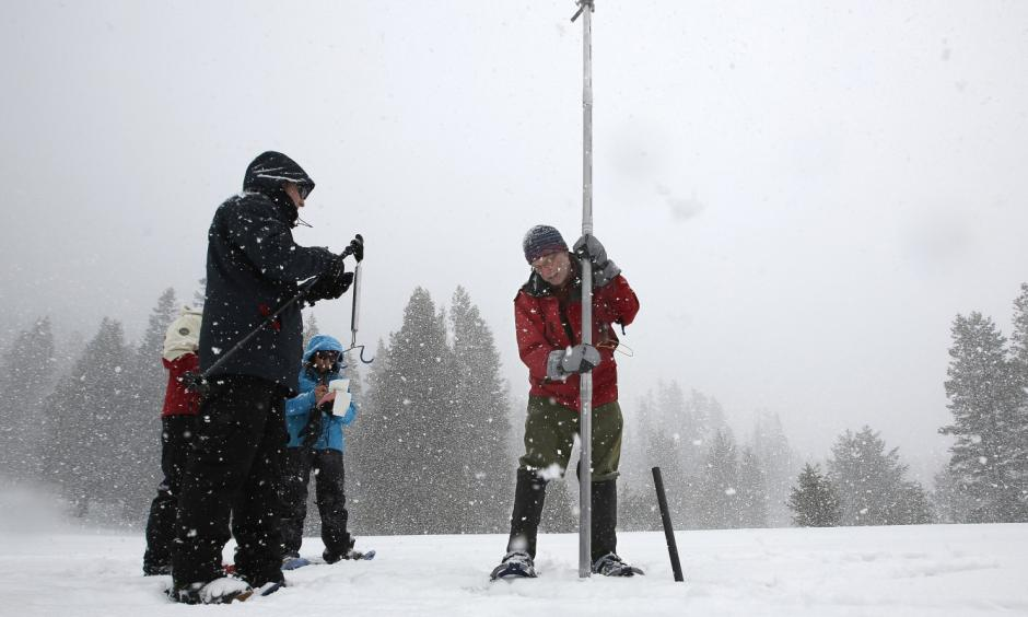 Frank Gehrke, right, chief of the California Cooperative Snow Surveys program for the Department of Water Resources, lifts a survey tube out of the snow during a manual survey at Phillips Station near Echo Summit, Calif., on March 30. Photo: Rich Pedroncelli, Associated Press