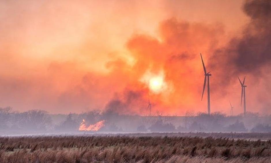 Taken SE of Seiling, #Oklahoma yesterday. #RheaFire #myOklahoma. Cred: Chris Sanner on Twitter