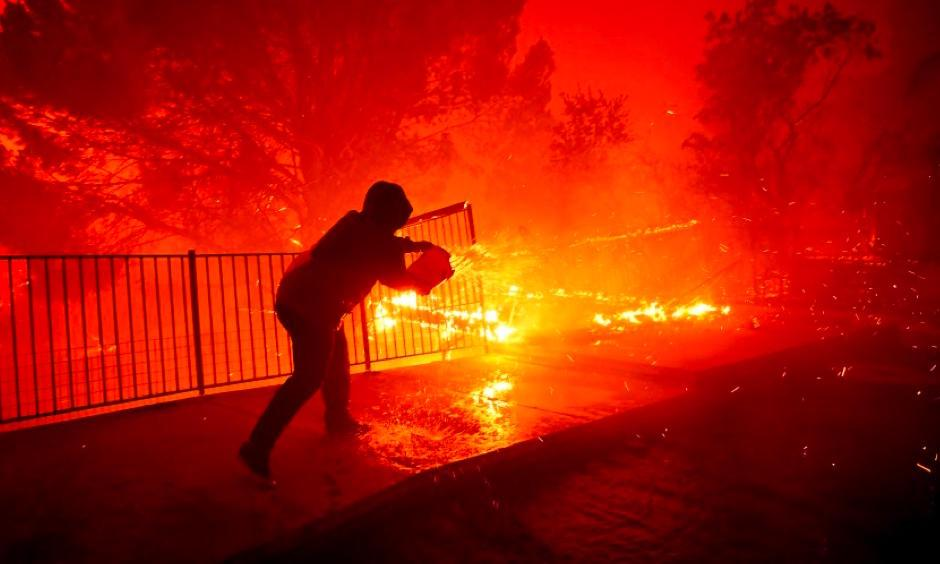 Saddleridge fire. Photo: Wally Skalij, Los Angeles Times