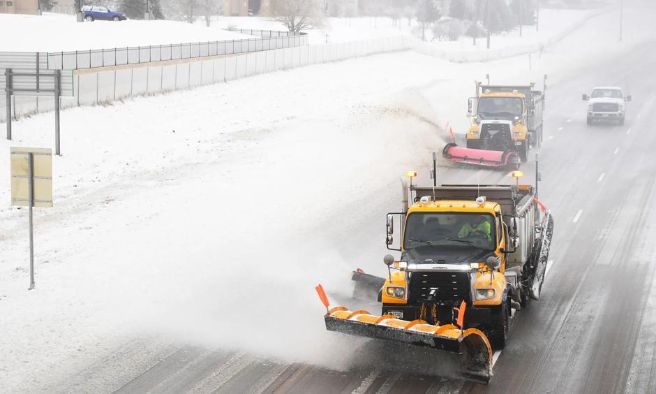 Snow plows clear Interstate 29 Thursday, April 11, 2019 in Sioux Falls, S.D. I 29 is still closed from Sioux Falls to the North Dakota border, while Interstate 90 remains shuttered from Sioux Falls to New Underwood. Photo: Briana Sanchez, Argus Leader via USA TODAY NETWORK