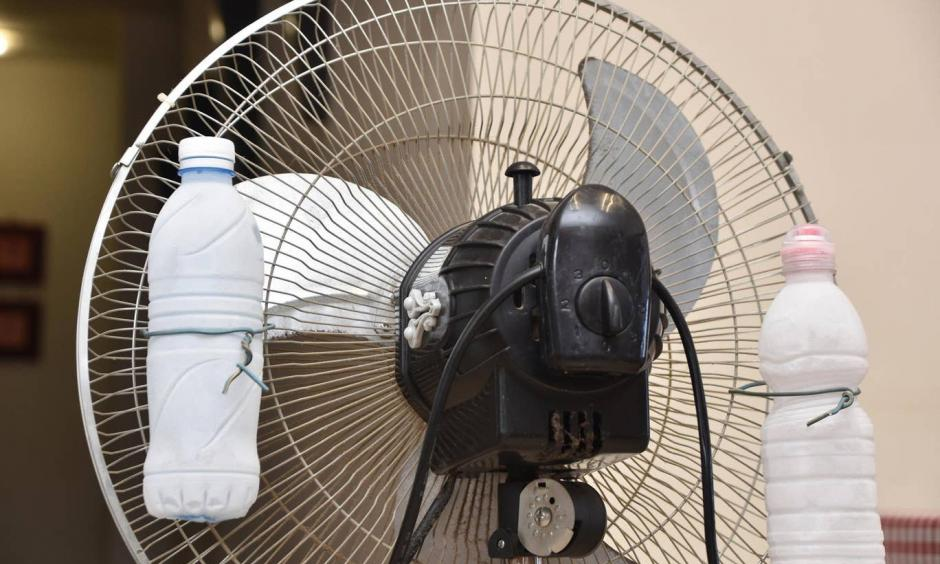 Ice in front of a fan to keep cool. Photo: Getty Images