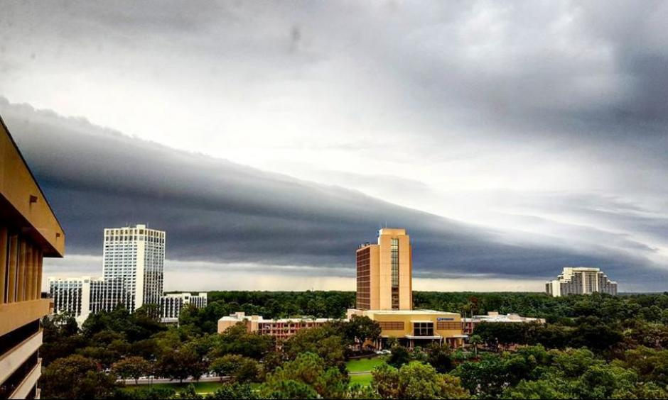 A shelf cloud moves over Orlando Monday morning. Photo: Instagram/z_e_photography