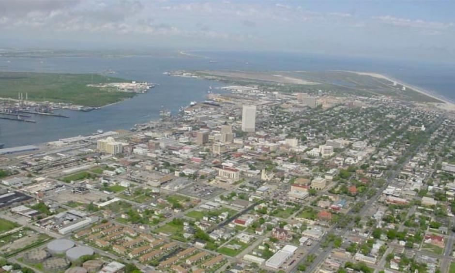 Galveston, TX, one of the oldest cities on the Texas coast. In April, meteorologist and blogger Matt Lanza posted an article on Space City Weather about the unusual streak of record warm temperatures observed in Galveston since 2010 and especially over the past year. From 2010 through April 2017, Galveston tied or set 216 daily record highs or record high minimums out of a possible 732. Photo:  PhilFree, Wikimedia Commons